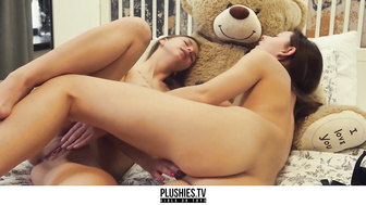 2 Lesbians and a teddy bear has a strapon sex with cumshot on the face