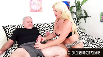 La blonde mature Taylor Leigh se satisfait oralement avant de se faire pomper